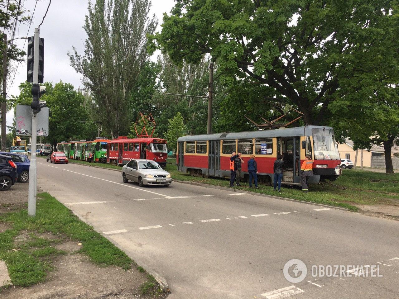 В Днепре трамвай протаранил автомобиль