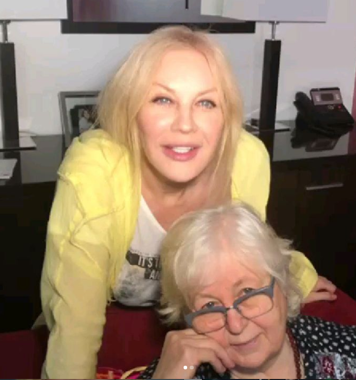 Повалий поразила лицом без макияжа: как выглядит 55-летняя артистка