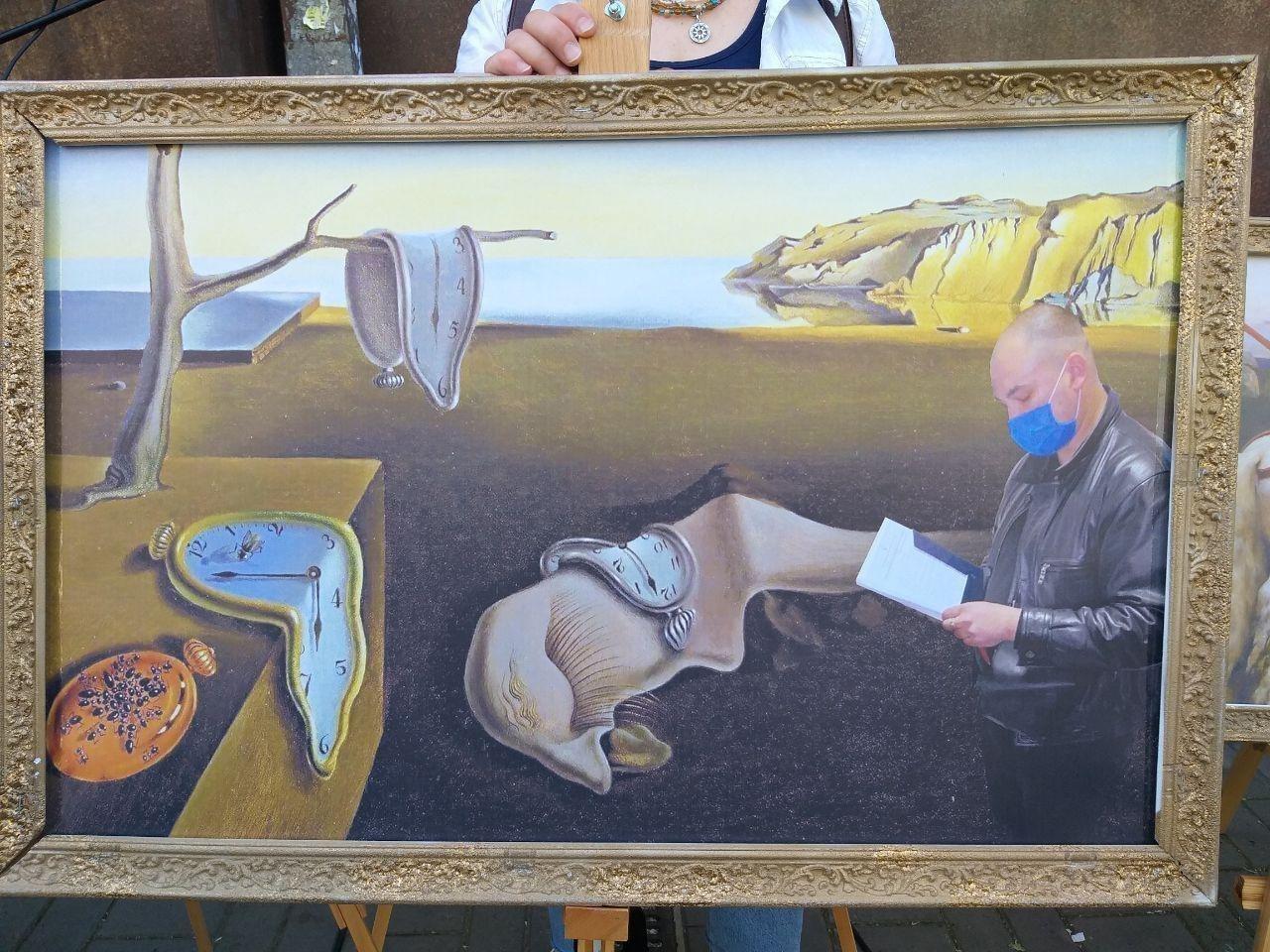 Под ГБР устроили акцию в поддержку Порошенко: власть потролили точными карикатурами