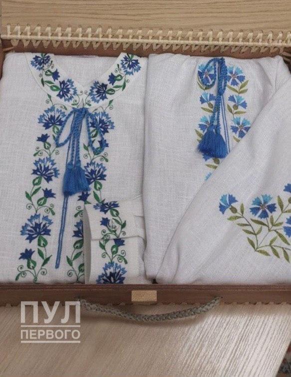Лукашенко отправил Зеленскому с женой вышиванки