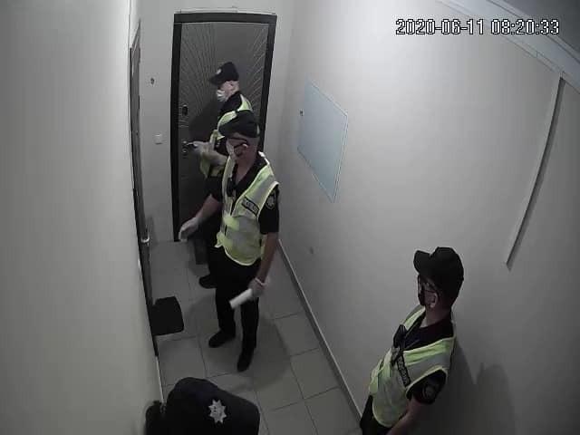 Домой к одесскому активисту явилась полиция