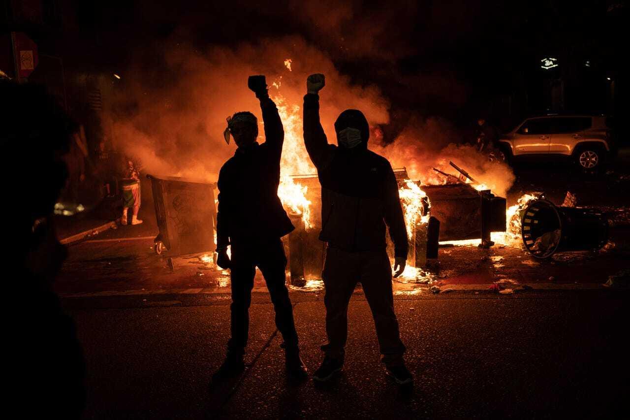 """В США протестующие захватили часть города и провозгласили """"автономию"""""""