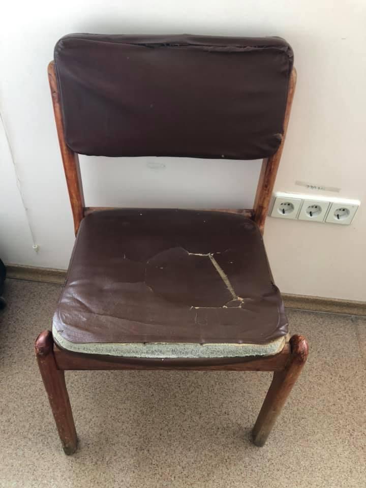 Старая мебель в палате