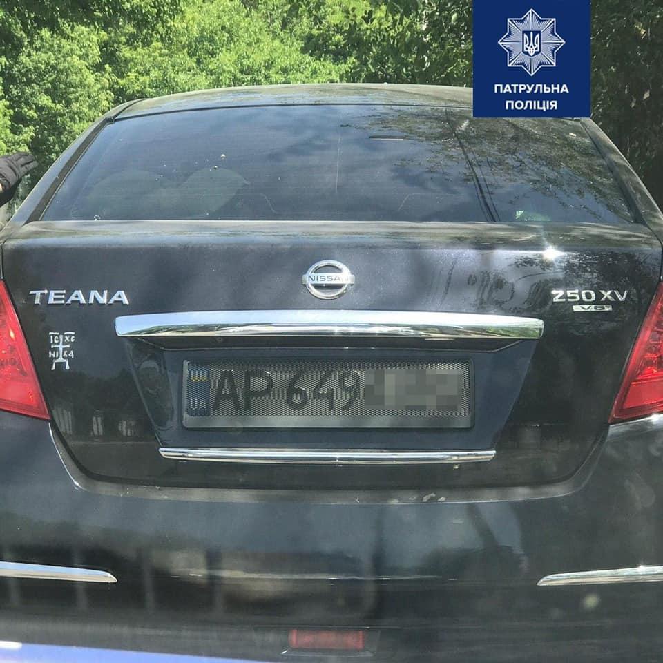 В полиции объяснили, как накажут водителей за спрятанные от камер номера