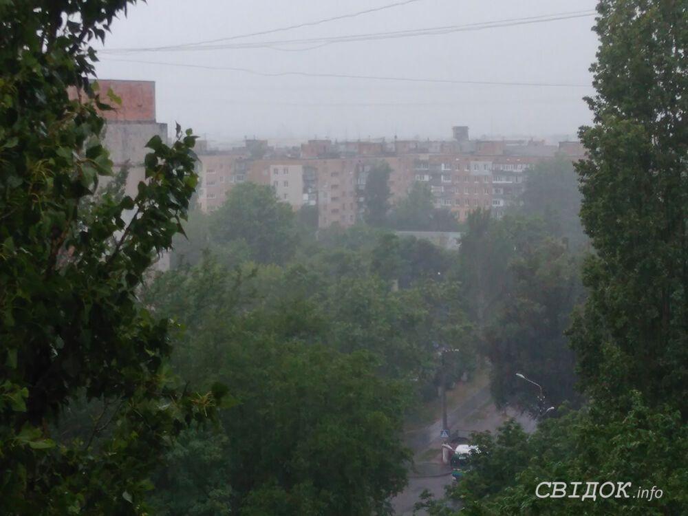 В Николаеве прошел ливень с грозой