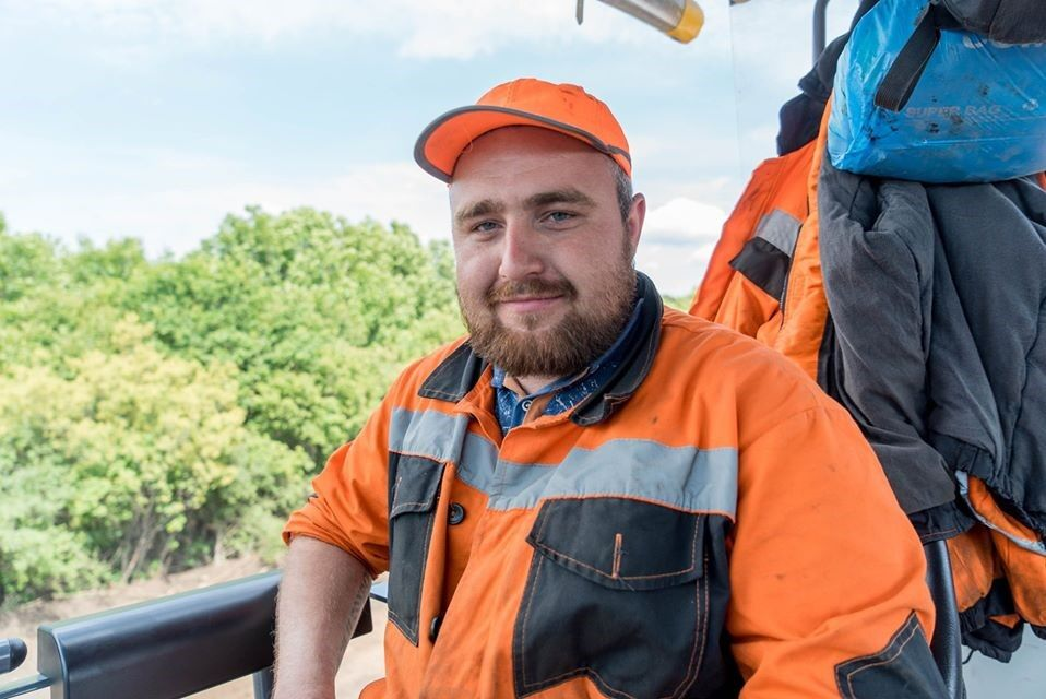 Голик показал фото рабочих, которые строят новые дороги в Украине
