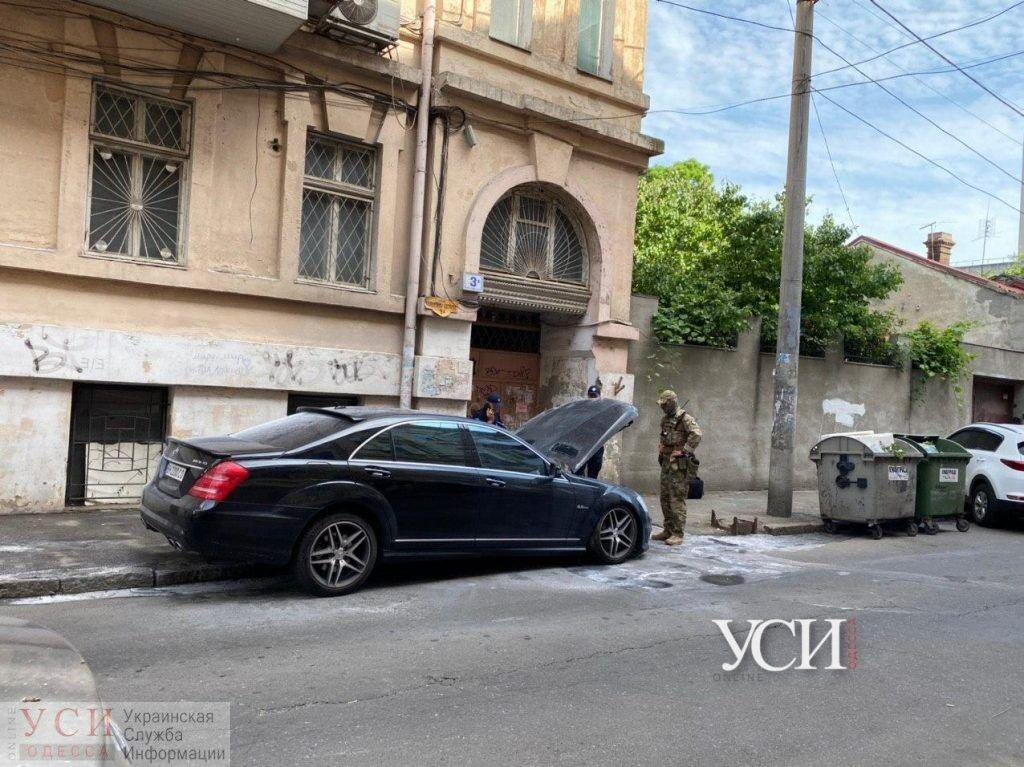 В Одессе произошла перестрелка и сожгли авто адвоката: