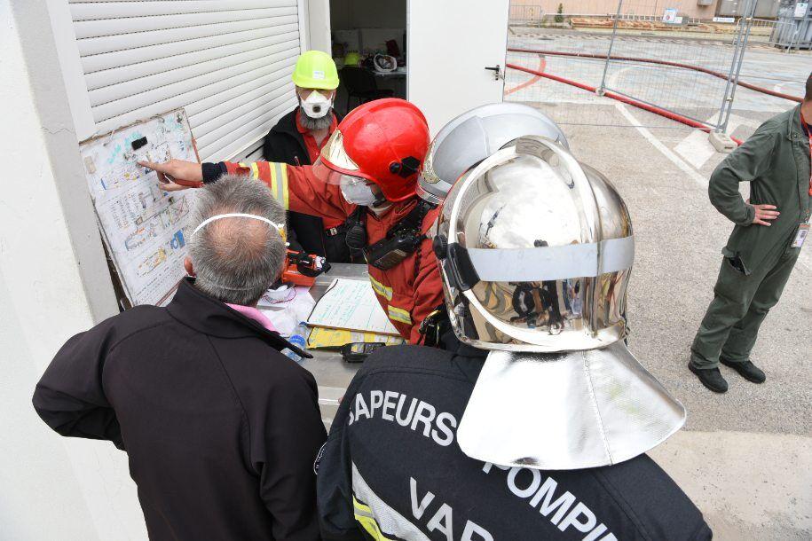 Во Франции загорелась подлодка
