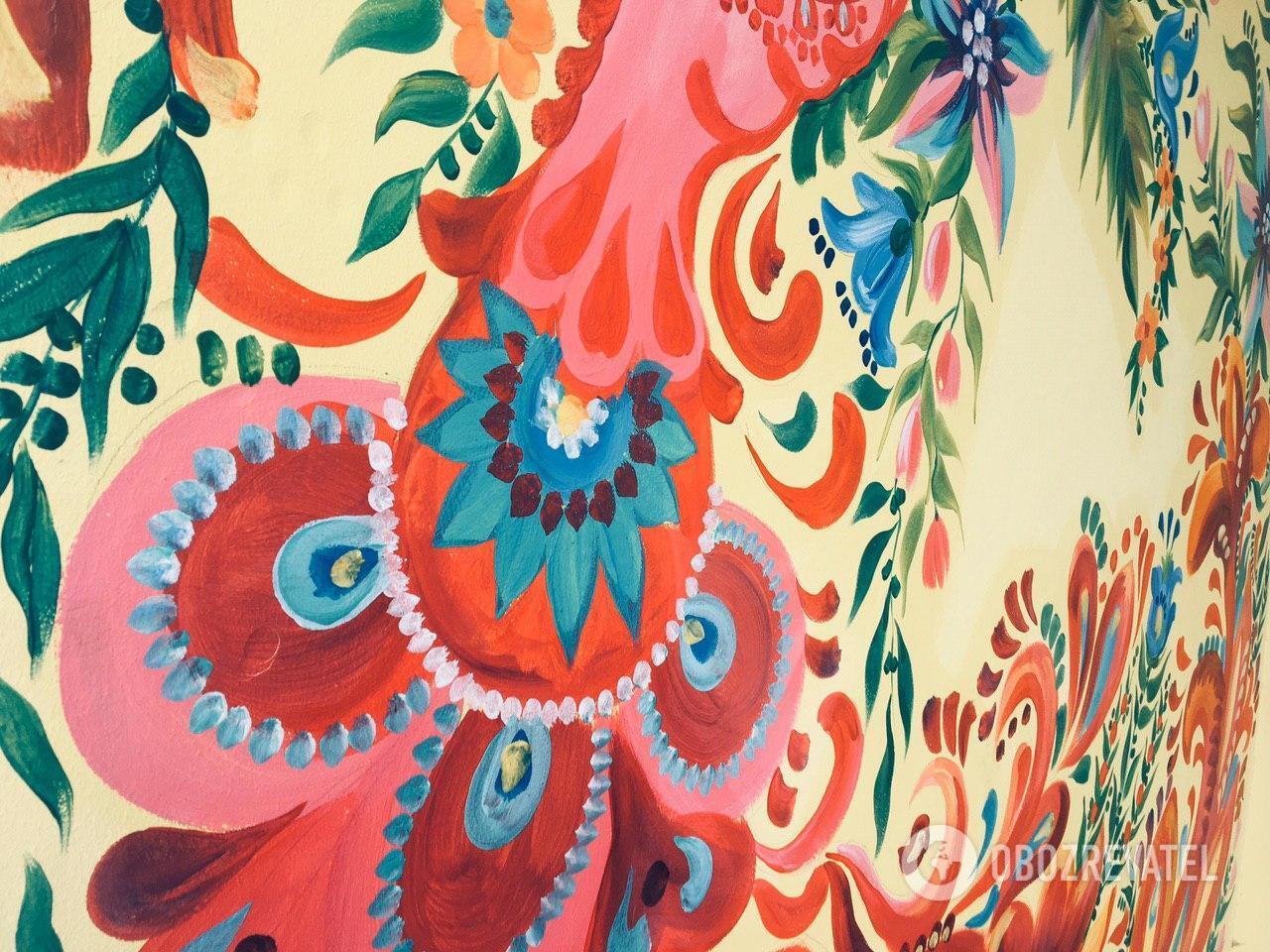 Петриковская роспись - это смелые мазки и яркие цвета