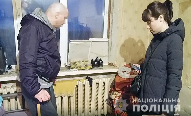 Снимал порно и был сутенером: в Киеве 50-летний мужчина развращал девочек