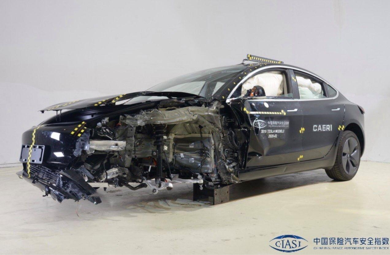 Tesla Model 3 з Китаю погано впоралася з краш-тестом