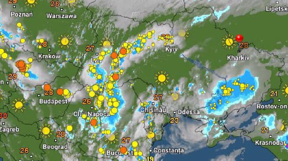 Синим обозначены зоны дождей, желтым – грозы