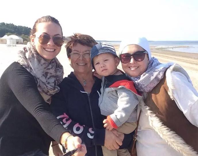 Жанна Фріске (праворуч) із сином, сестрою і мамою