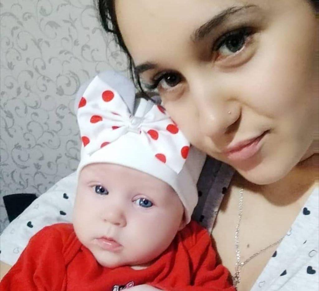 Дарья с маленькой дочкой