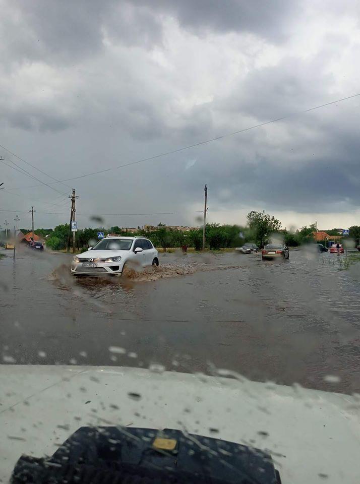 Реки на улицах Токмака