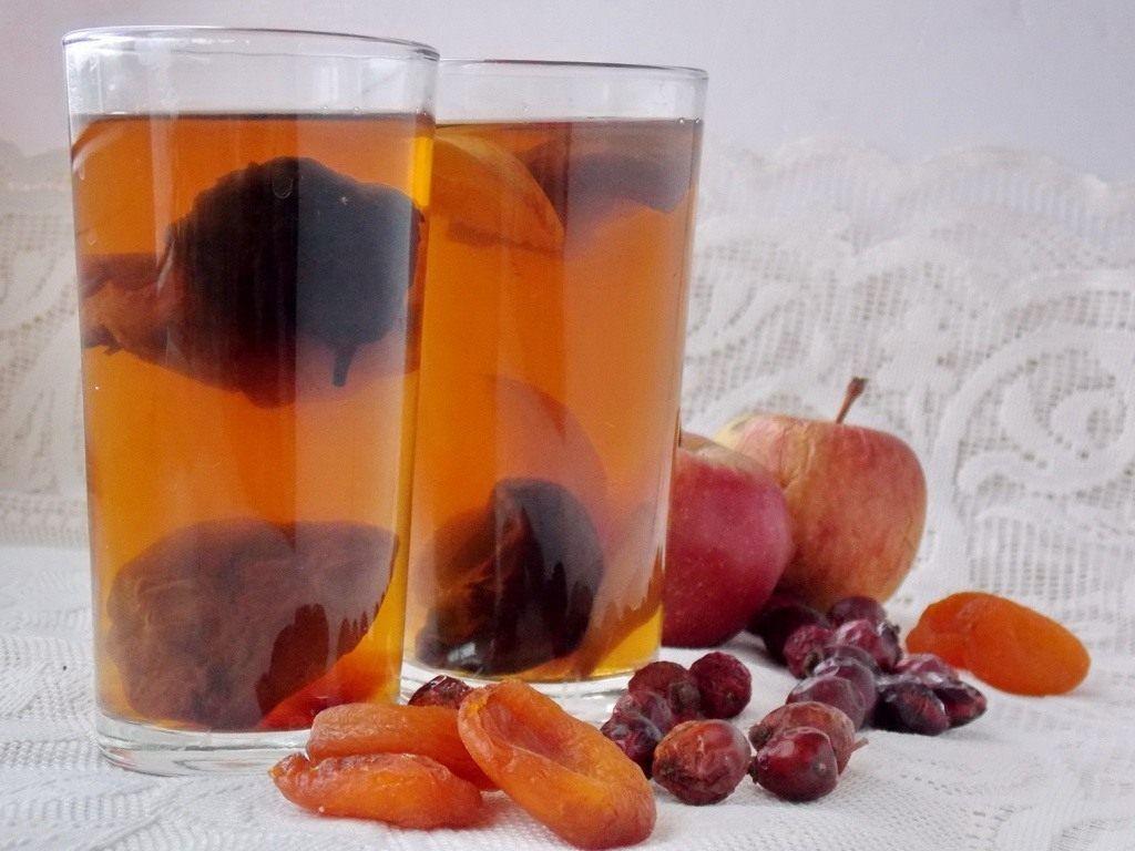 Узвар готували з води, меду і сухофруктів