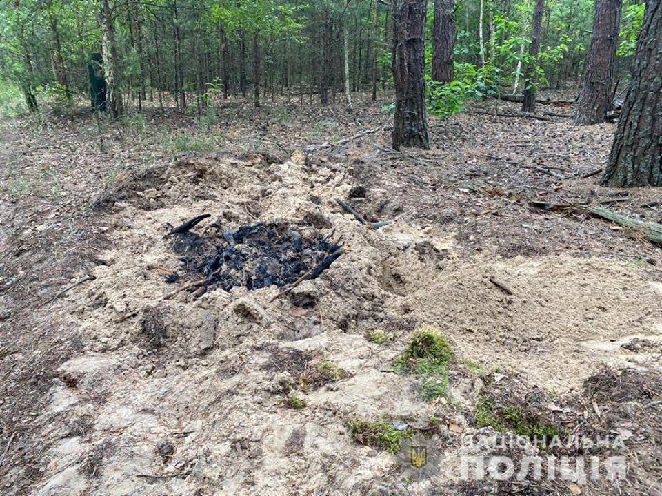 Под Киевом в лесу нашли закопанные тела