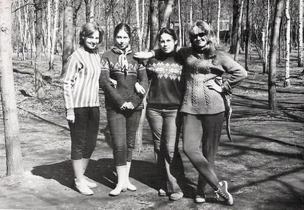 Типичная форма одежды на субботнике в СССР – резиновые сапоги, удобные штаны и кофты
