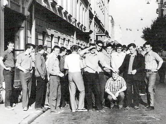 Типичная одежда советских правильных юношей (не стиляг) в летнее время
