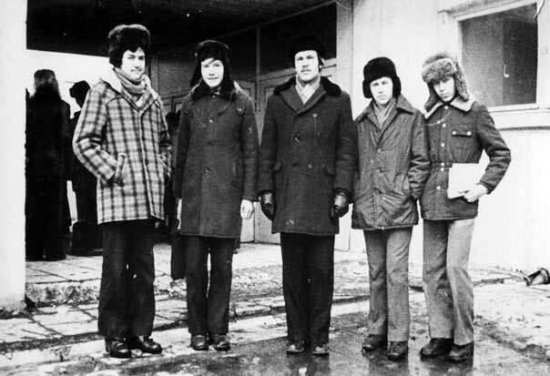 Очень популярное пальто в клеточку (как слева) желали иметь все в 70-е годы СССР