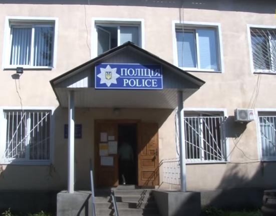 Полицейский участок, где издевались над девушкой. Скрин видео Суспільне
