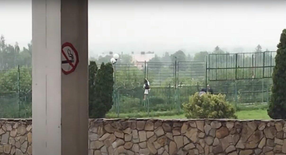 """Двое украинцев перелезли через забор на пункте пропуска """"Шегини"""""""