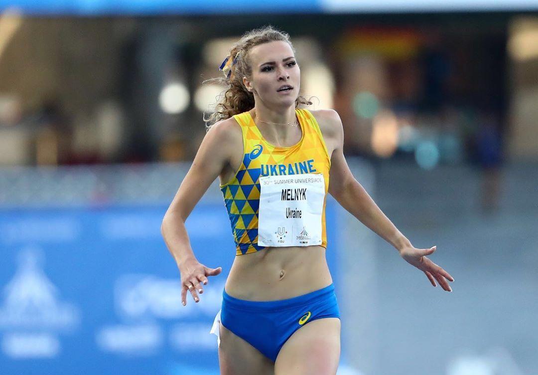 """Знаменитая украинская легкоатлетка снялась в купальнике, поразив """"суперфигурой"""""""