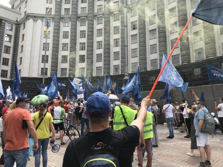 """Инвесторы """"Укрбуда"""" отменили акцию под Кабмином и поставили ультиматум власти"""