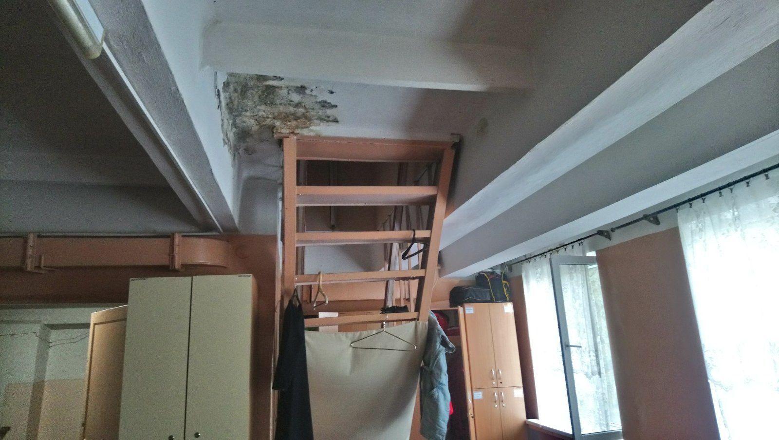 Стены в помещениях Винницкой станции медицинской помощи покрылись грибком