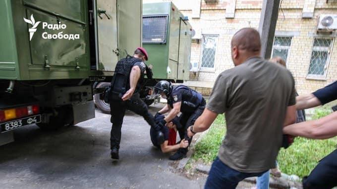 Скандальне фото Панасенка під Шевченківським судом