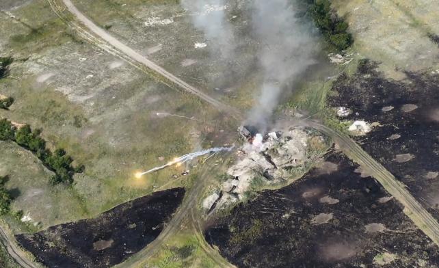 ВСУ взорвали вражеский грузовик с боеприпасами