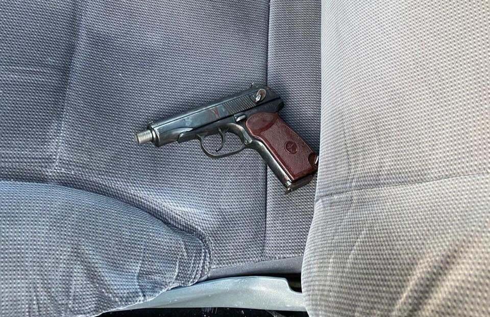 Выстрел в полицейского преступник совершил из пистолета Макарова.