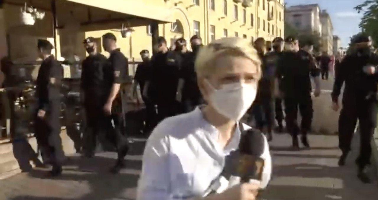 """На протесті затримали журналістку """"Радіо Свобода""""."""