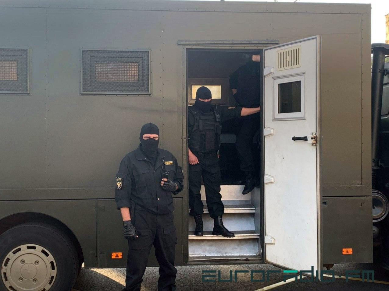 У Білорусі розгорілися нові акції протесту: інтернет відімкнули, журналістів затримував ОМОН. Фото й відео