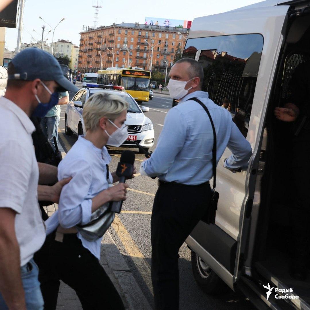 """На протесті затримали журналістку """"Радіо Свобода"""""""
