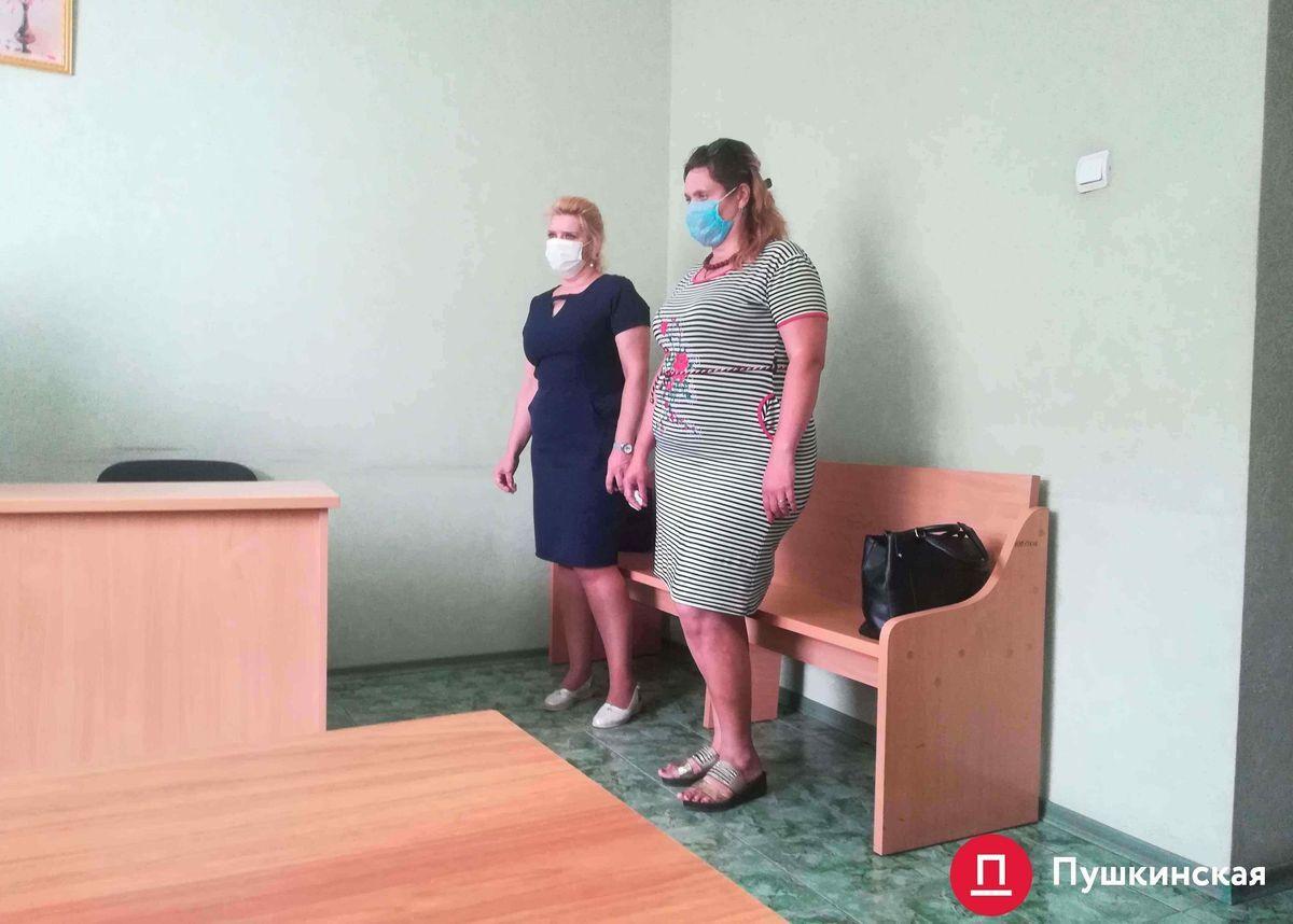Воспитательницы Наталья Долинская и Андриана Кальчевская в Малиновском районном суде Одессы во время вынесения приговора