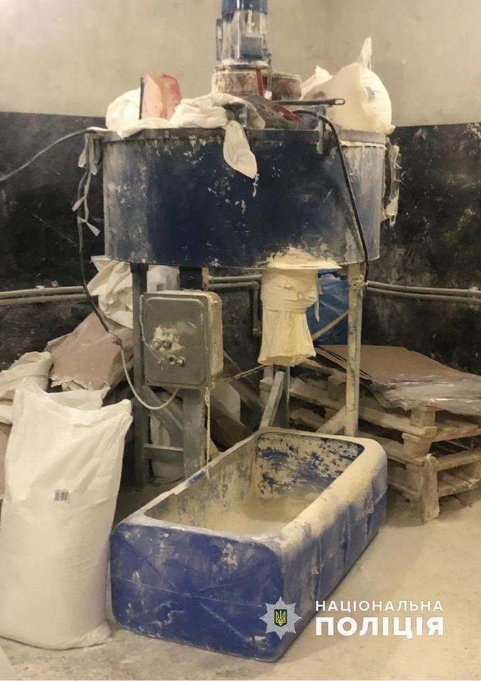 Поліцейськими було виявлено 25 тонн фальсифікованої продукції