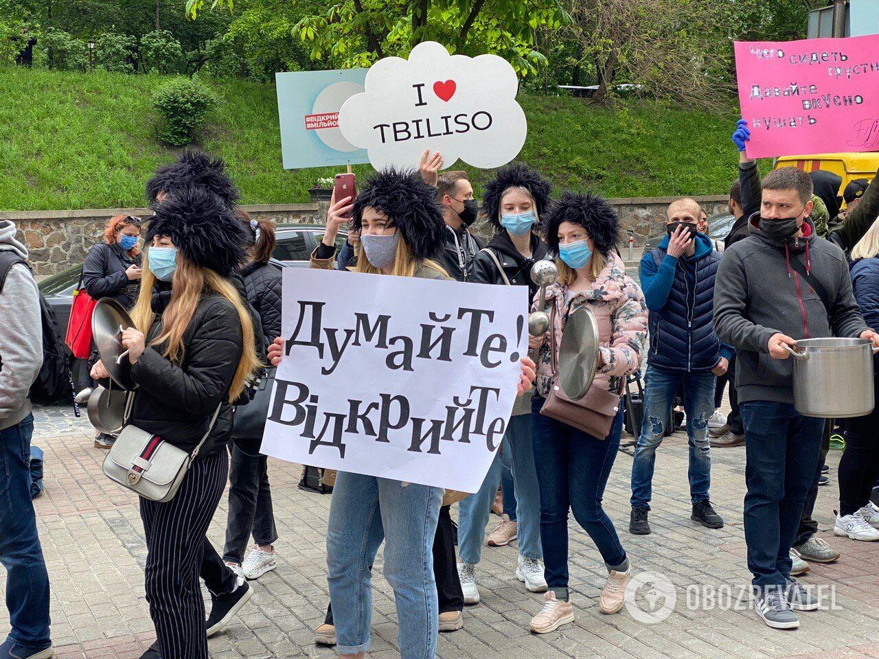 В Киеве под стенами Кабмина рестораторы устроили протесты