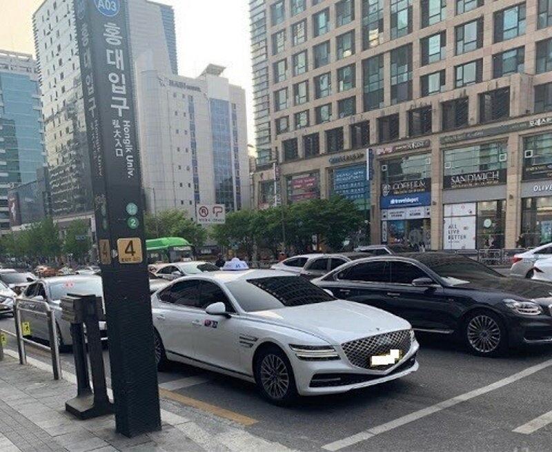 Розкішний седан Genesis G80 від Hyundai з'явився в таксі