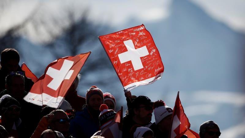 Власти Швейцарии заявили, что остановили эпидемию COVID-19 в стране