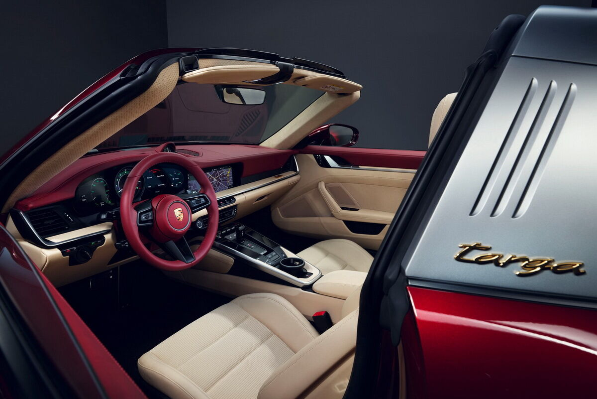 Салон 911 Targa 4S Heritage Design Edition отримав двобарвне забарвлення