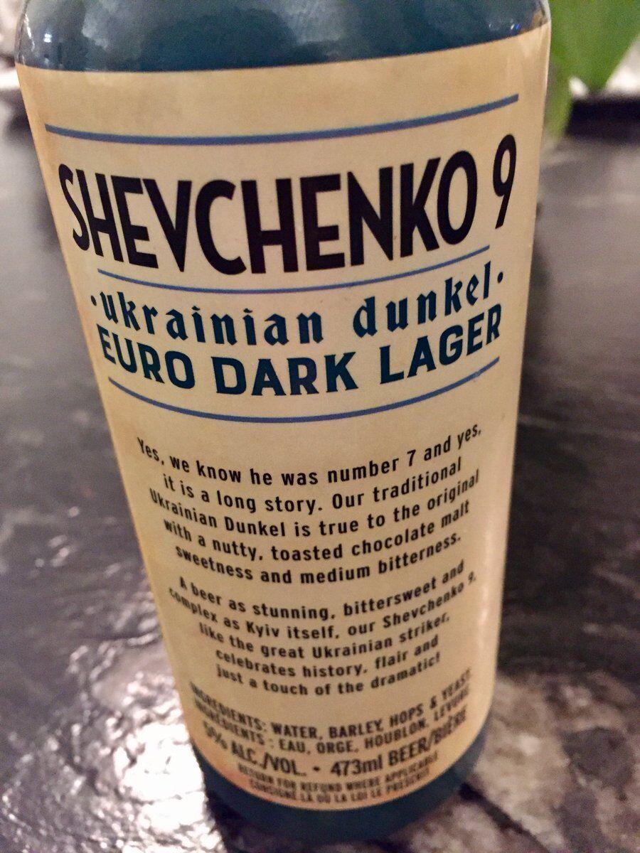 Обратная сторона бутылки пива, посвященного Андрею Шевченко