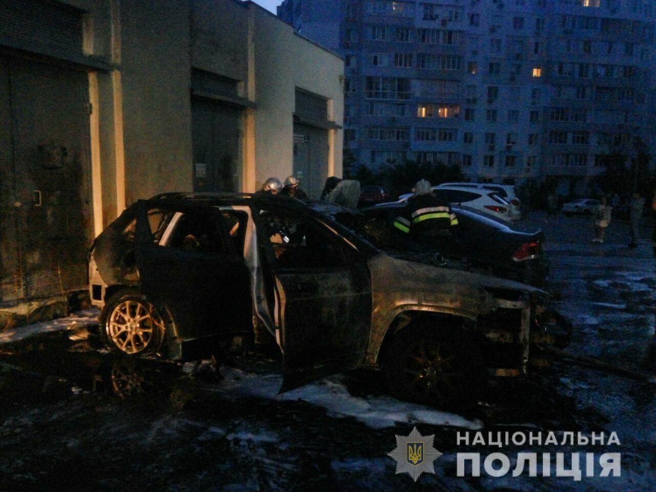 """""""Неудачная"""" грудь, выкидыш, месть: вокруг сожжения авто блогерши в Харькове разыгрался скандал"""