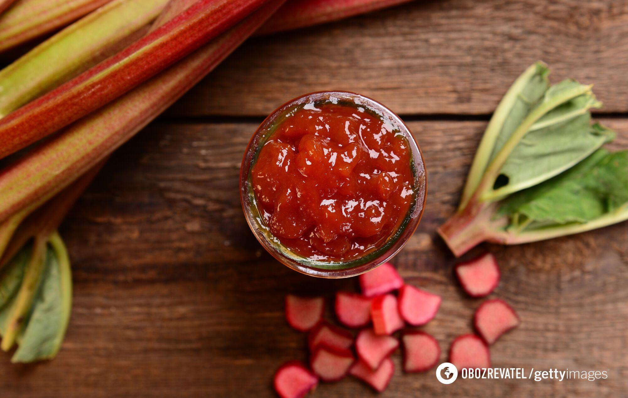 Ревінь часто використовується для приготування десертів і джемів