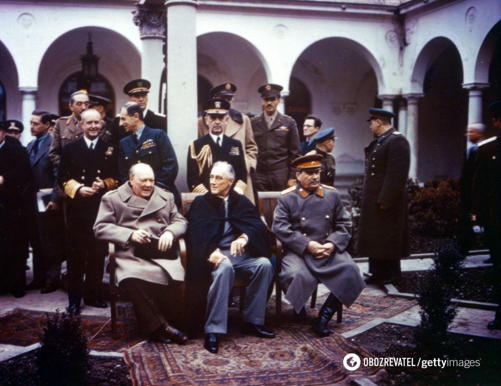 """""""Сталін не зустрічався з Гітлером, а війна розв'язалася через Польщу"""": історики викрили фейки Путіна"""