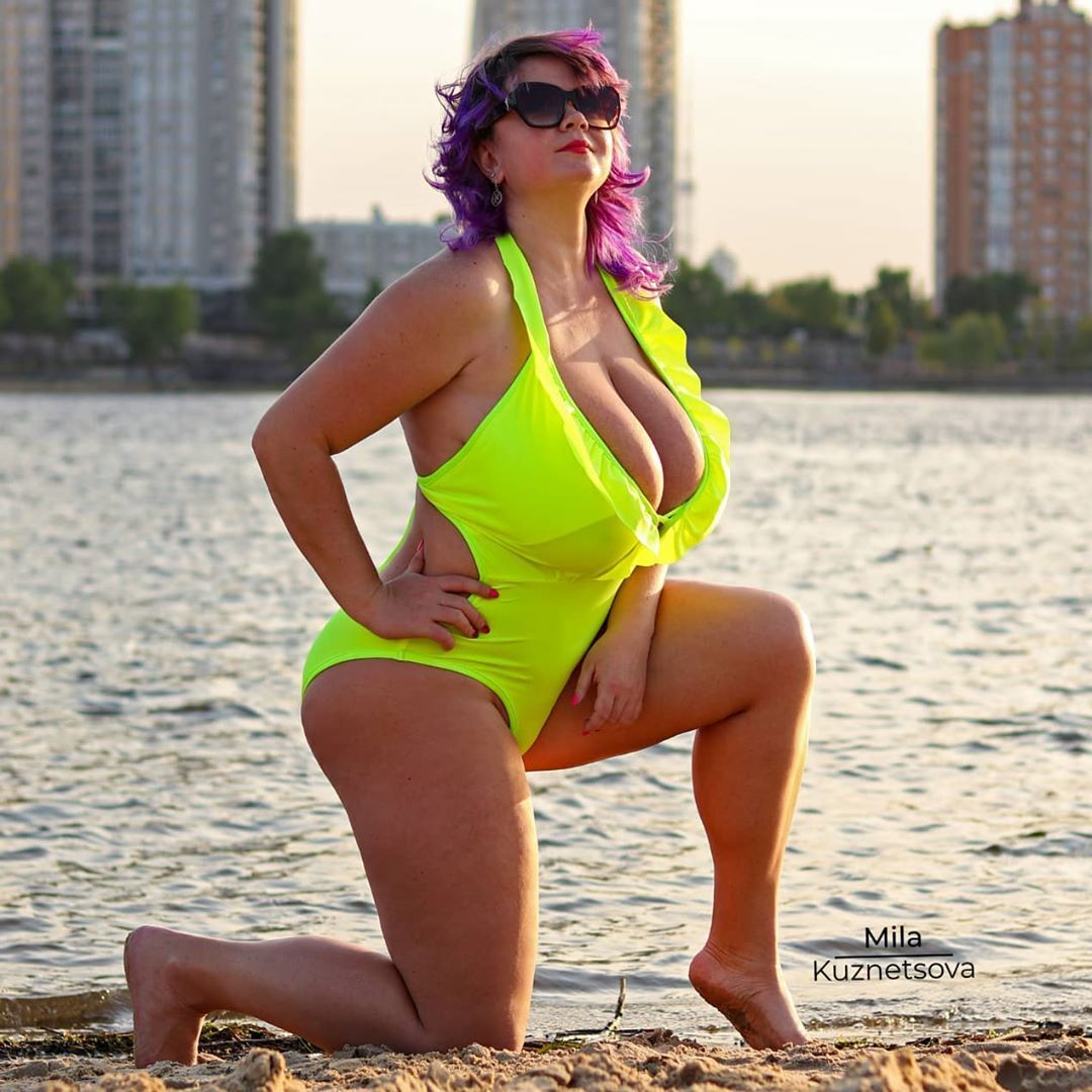 Украинка с 13-м размером груди, решившая драться в ММА, снялась в купальнике