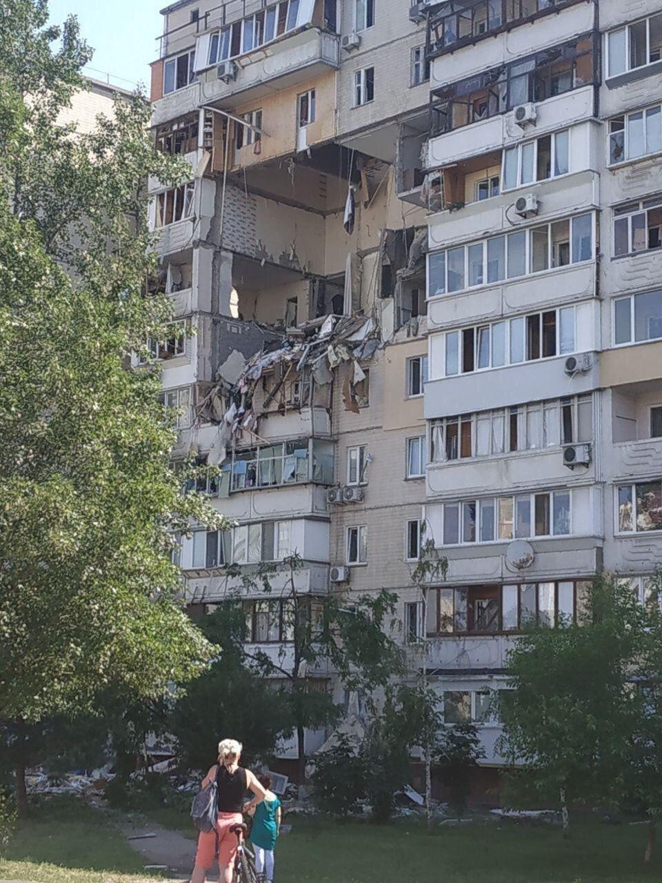 Разрушенные этажи многоквартирного дома