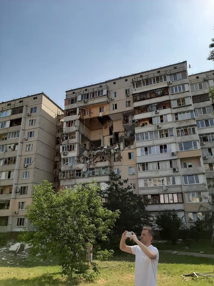 В результате взрыва были повреждены несколько этажей