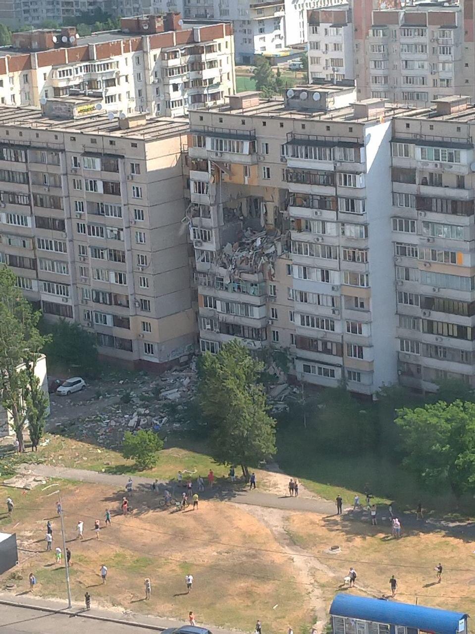Последствия взрыва в многоэтажке Киева
