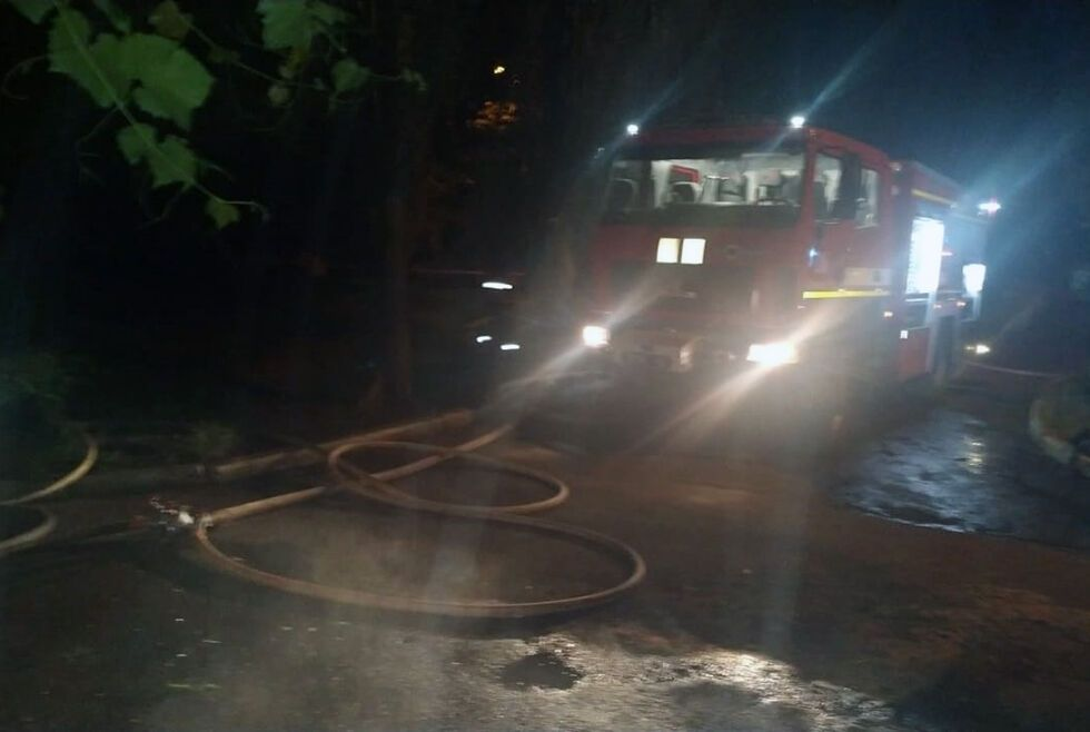 Спасатели локализуют пожар